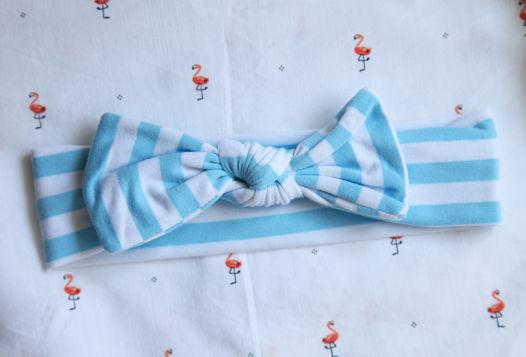 Бантик в бело-голубую полоску из хлопка