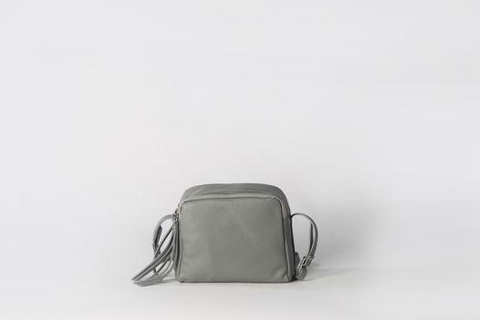 Вместительная сумка через плечо (Crossbody) с тремя секциями на молнии