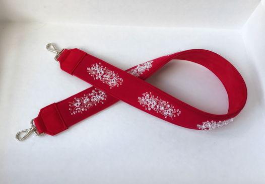Ремень красный с вышивкой бусинами и стеклярусом
