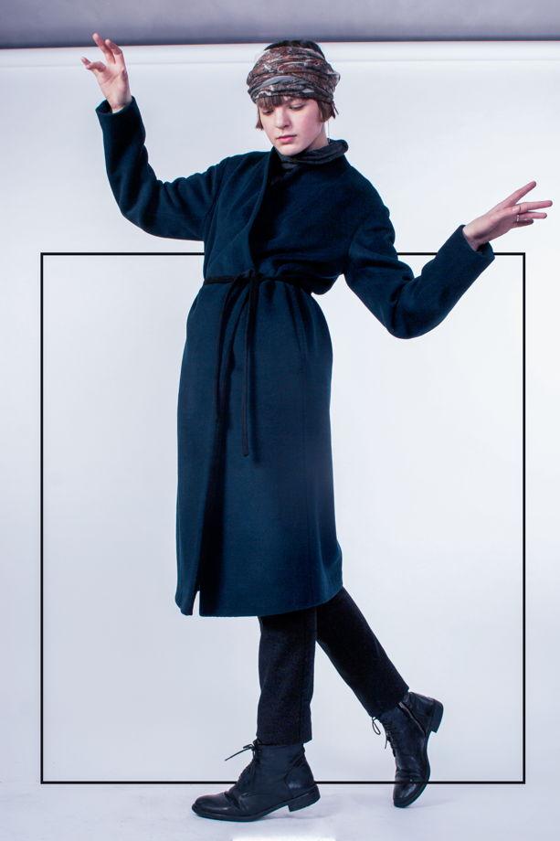 Зимнее пальто  со съёмным капюшоном шарфом - изумрудно-черное #40