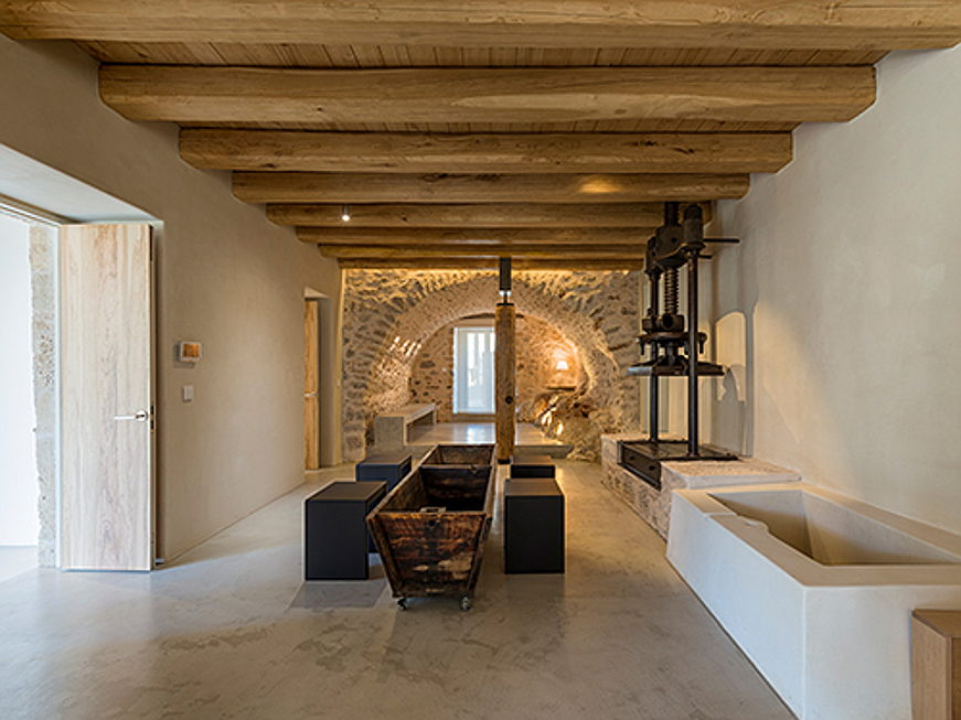 Visp - Engel & Völkers is currently brokering an exceptional property for rent on Greece's Peloponnese peninsula that has been awarded the German Design Award 2021 for its outstanding architecture. (Image source: Engel & Völkers Greece)