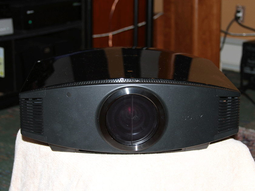 Sony VW 95ES 3D Projector with glasses