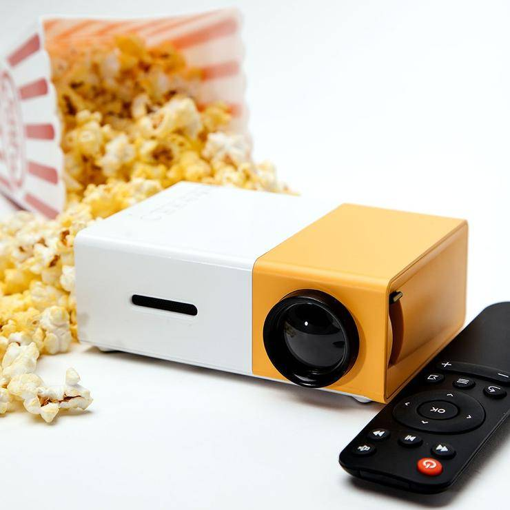 mini LED movie projector with popcorn and remote controller