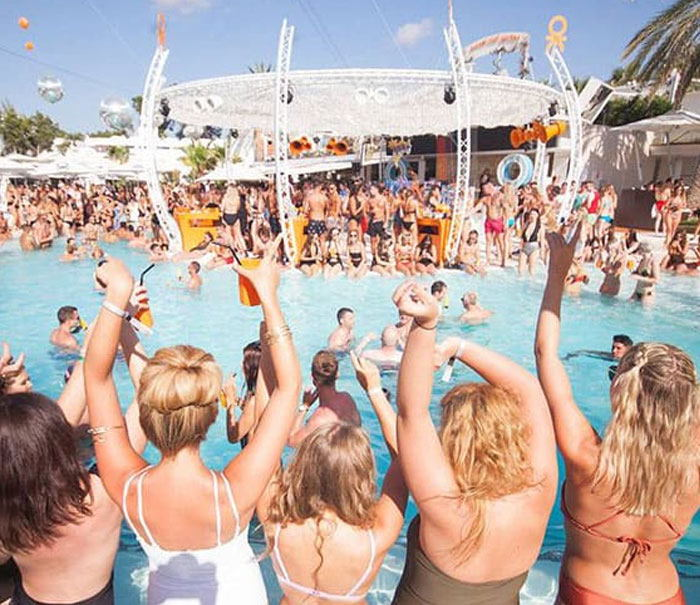 O beach Ibiza informationand pool party calendar