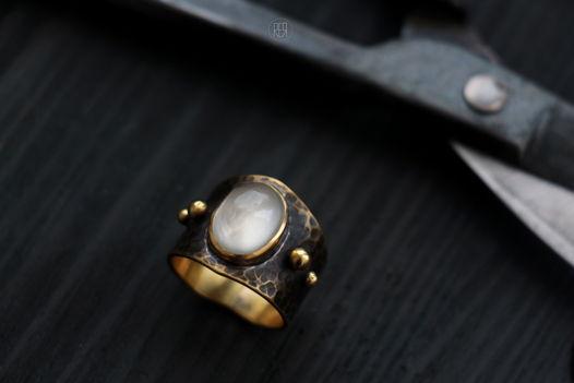 Латунное средневековое кольцо со вставкой из искусственно выращенного камня, состаривание.Продано.