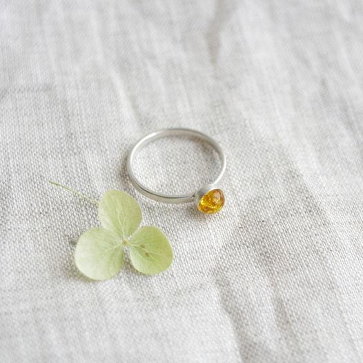 Кольцо из серебра с камнем. Янтарь