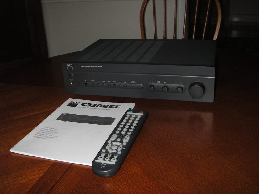 NAD 320BEE Integrated Amplifier excellent