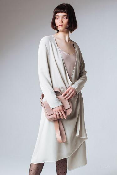 Платье дизайнерское с запахом бежевое