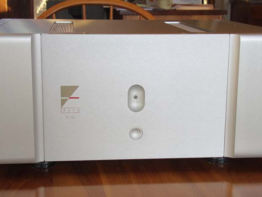 AYRE V-5x Power Amplifier Solid state amp 150 watts @ 8 ohms 300 watts @ 4 ohms