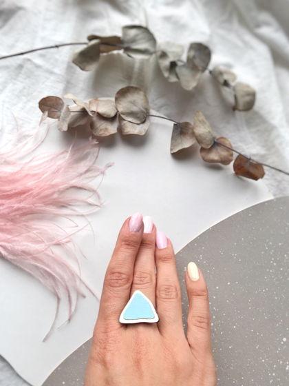 Кольцо Пирамидка с инкрустацией