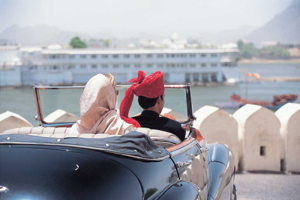 Royal sightseeing in a vintage car with your own chauffer