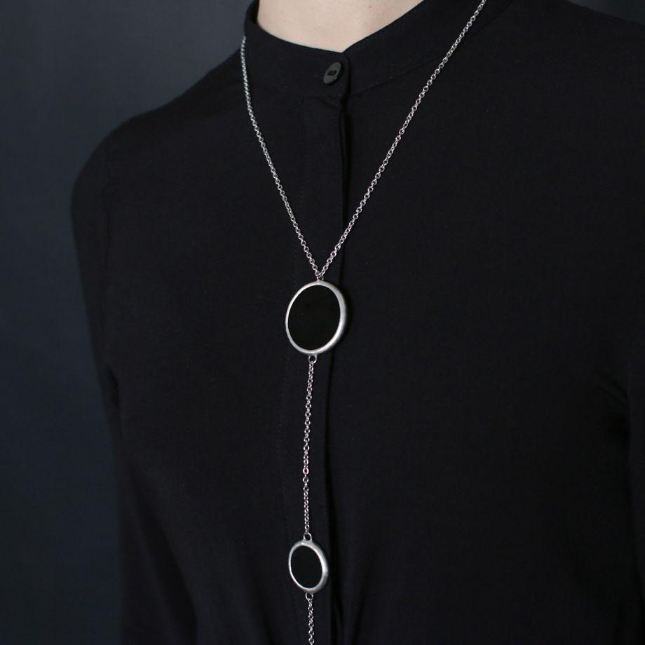 """Кулон """"Три черных круглых элемента на уменьшение"""""""