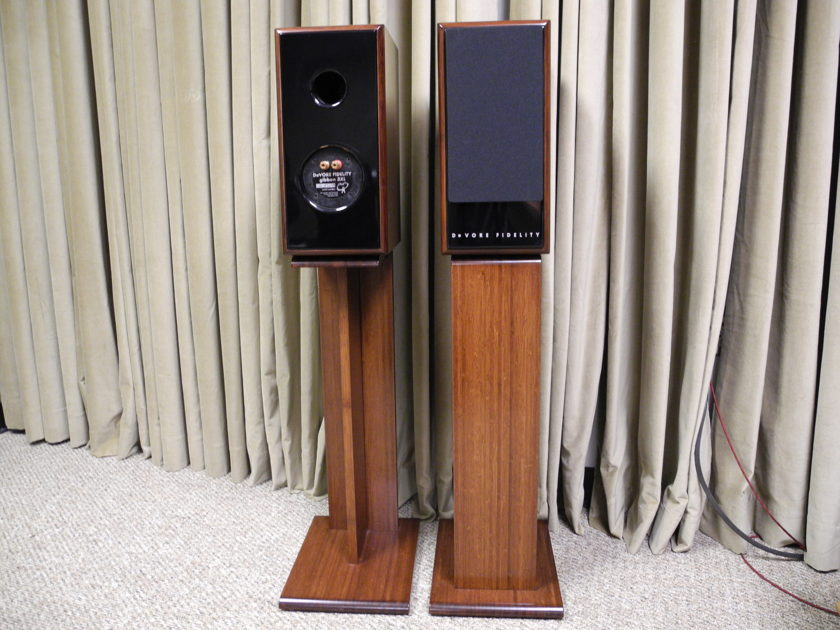 DeVore Fidelity  3XL Award winning DeVore 3XL with matching Bamboo stands