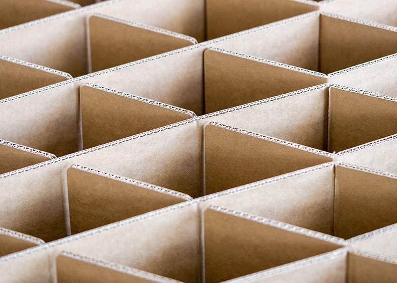 ROOM IN A BOX - Nachhaltiges Bett 2.0 aus Wellpappe - Wabenstruktur