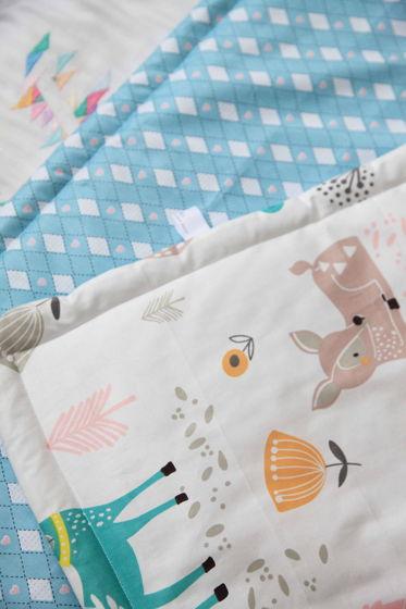 Одеялко из  хлопка бирюзовых и бежевых оттенков  ручной работы