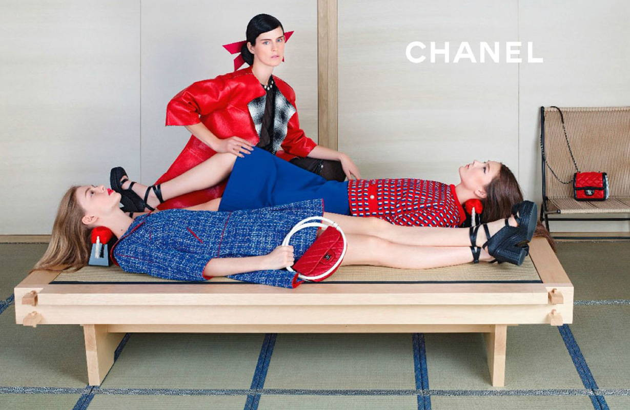 Chanel ad showing the traditional takamakura pillow in use