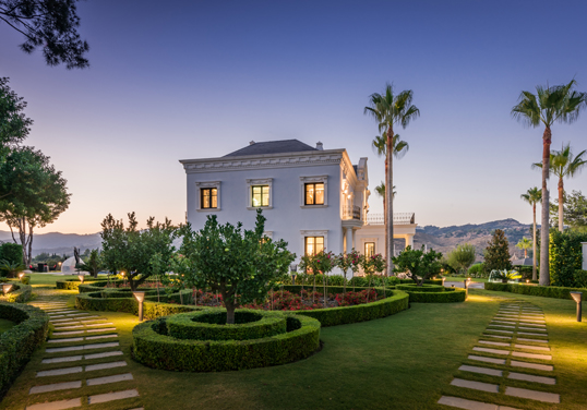 Marbella - 3 low-maintenance landscaping tips for selling your home this spring
