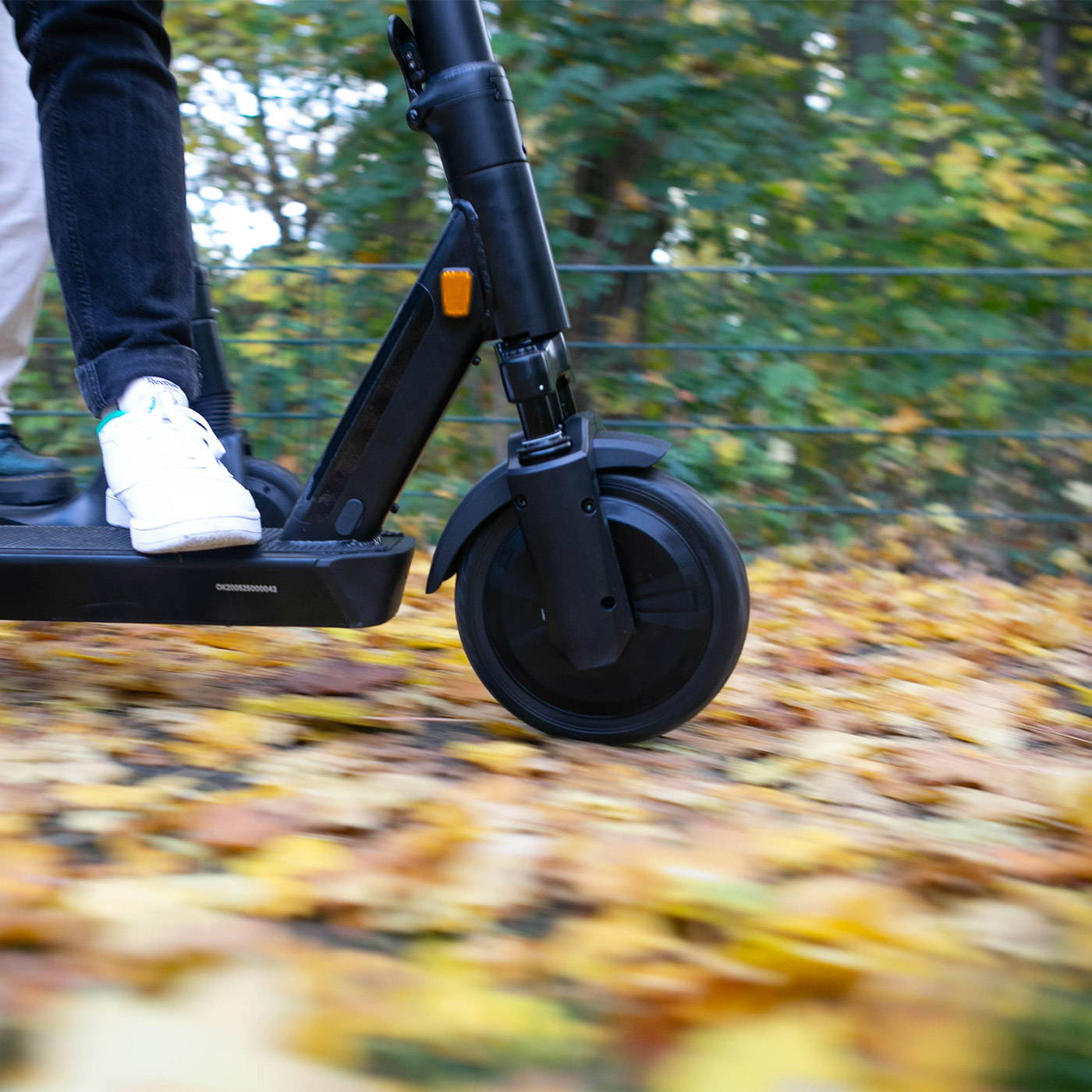Okai-es200-electric-scooter-fast-blur-scooters