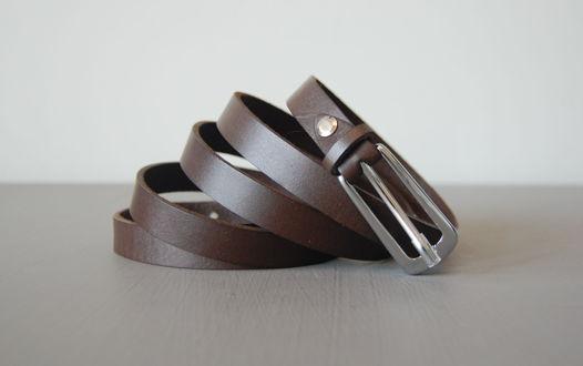 Тонкий кожаный темно-коричневый ремень