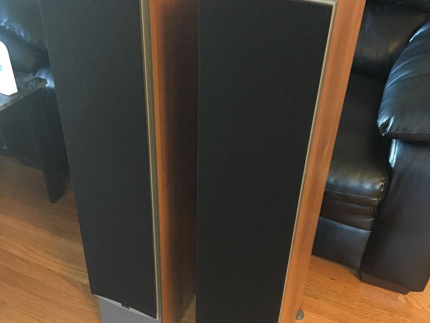 Dali Loudspeakers Ikon 6 Mint Condition