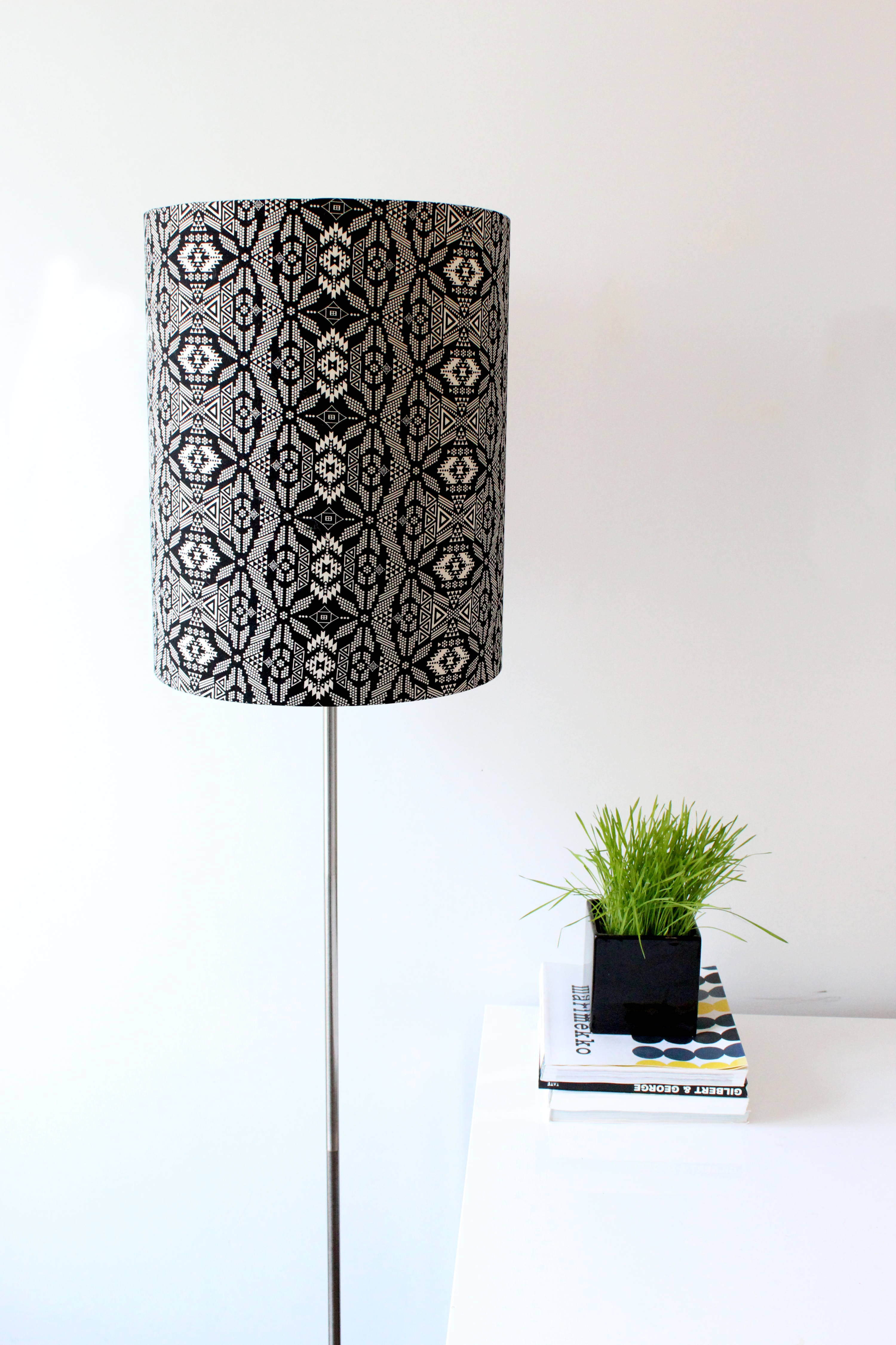 Making A Diy Lampshade From Scratch May Seem Like A Daunting Prospect But With An Easy To Follow Lampshade Tutorial You Ll See That It S Easy As Pie Diylampshade Lampshade Diyhomedeocr Makely