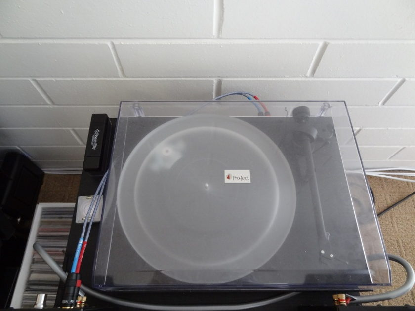 Pro-Ject Debut III turntable -  preamp, USB -  FREE SHIPPING