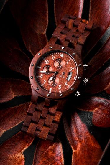 Часы из красного сандала