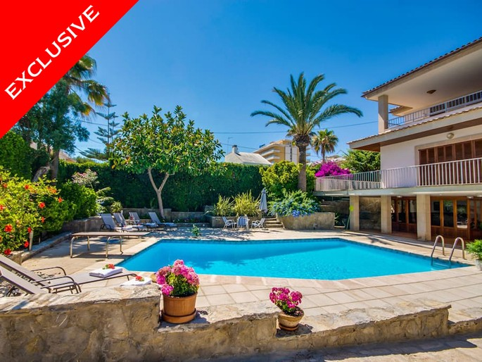 Superb villa within walking distance to beach, Can Picafort