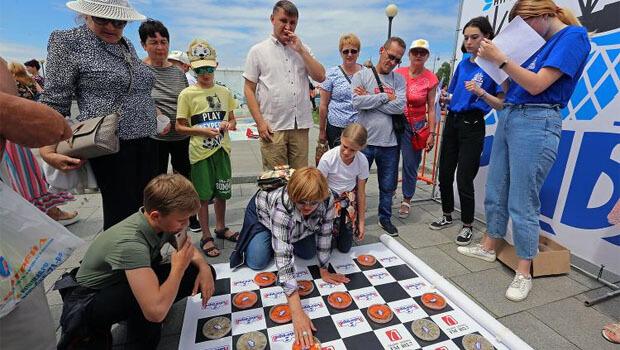 Радио «Лемма» и жители Владивостока весело отметили День рыбака - Новости радио OnAir.ru