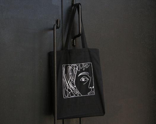 Черная холщовая сумка с ручной вышивкой
