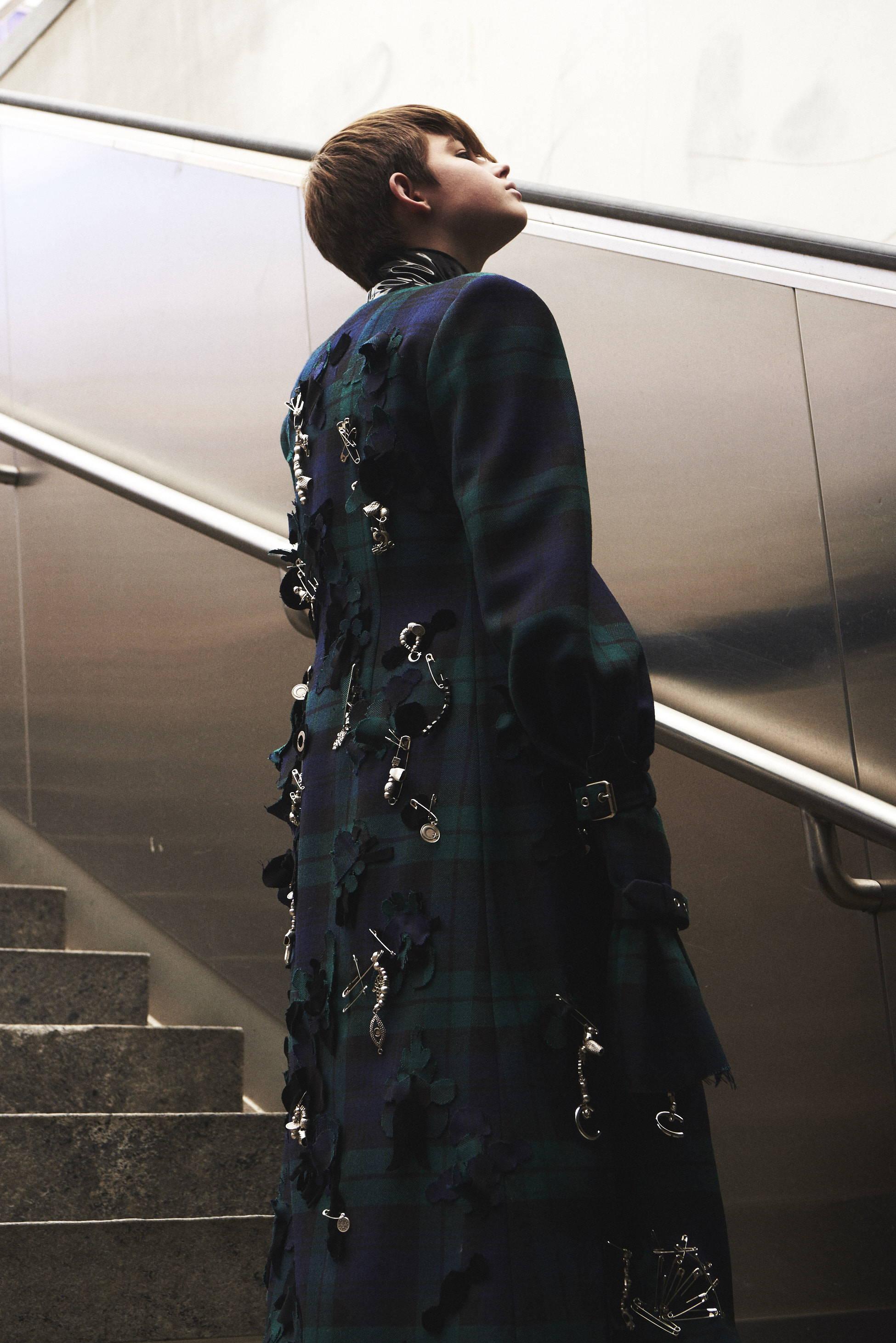 Dilara tartan overcoat fw17 HLorenzo editorial