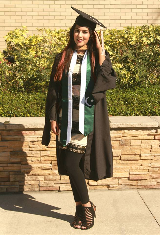 RENTERS BAY: USF graduation ceremony gown