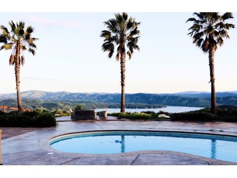 Luxury Lakeside Villa in Paso Robles