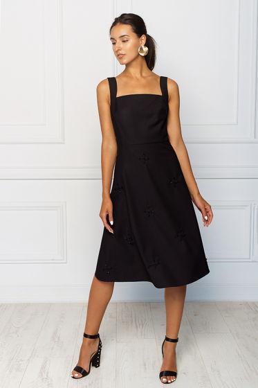 Черное платье с ручным декором