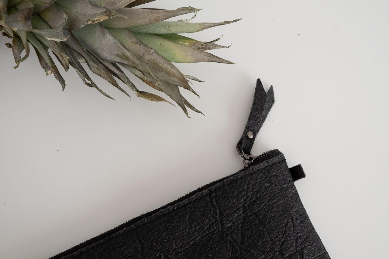 клатч из листьев ананаса,  цвет графит, размер М