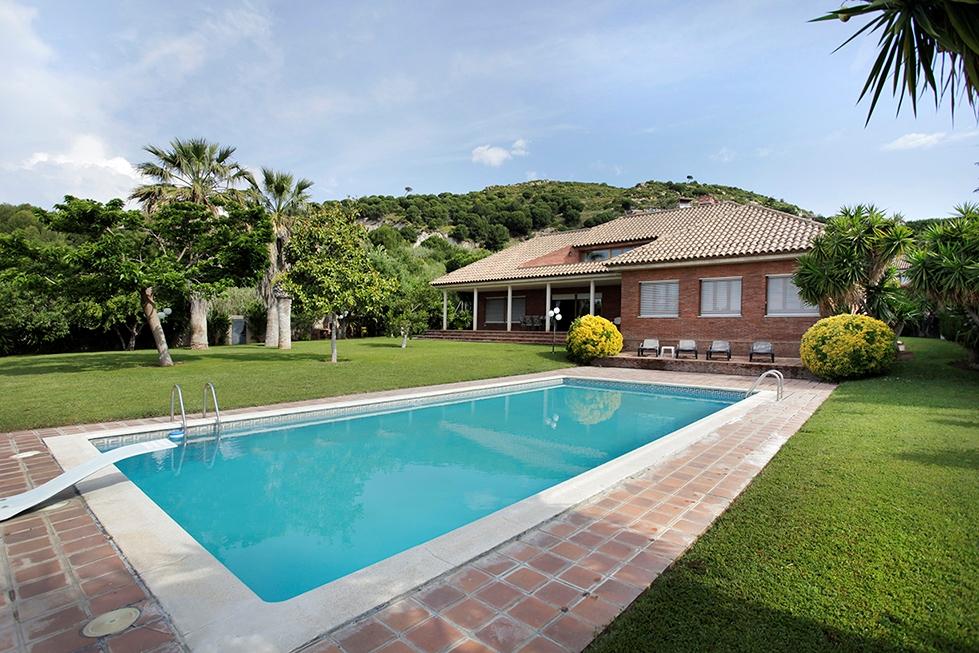 Casas con piscina en mas ram de badalona for Casas con piscina barcelona alquiler