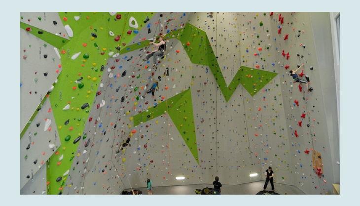 bester geburtstagde kletterzentrum frankfurt am main dav kletterwand grün grau
