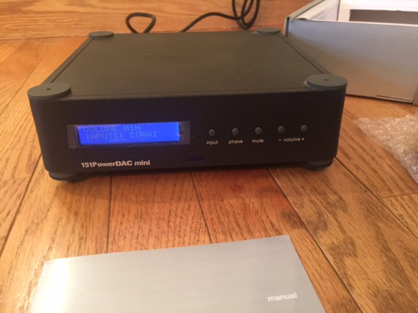 Wadia Digital 151 Power DAC Excellent condition w/obm