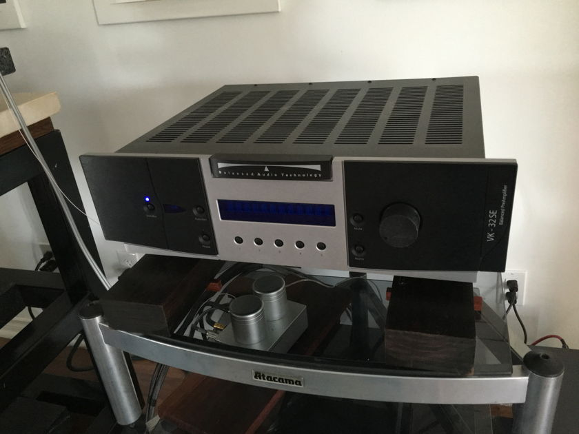 Balanced Audio Technology VK-32SE With optional Phono Board