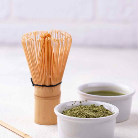 how-to-make-matcha-latte-whisk-at-home