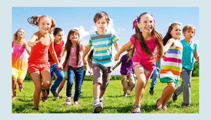 turm erlebniscity oranienburg kinder auf wiese
