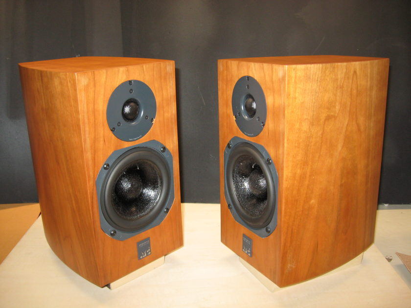 ATC  SCM7 v.3   2-Way Loudspeakers