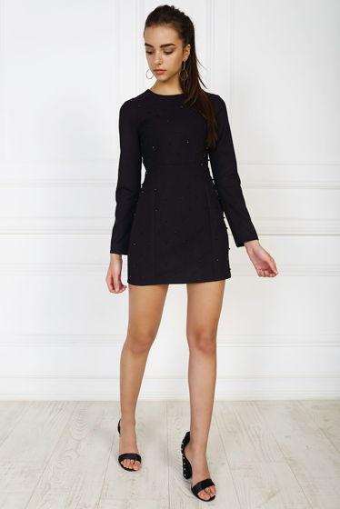 Черное платье-футляр с ручным декором