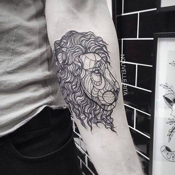 Tatouage Lion Art Avant Bras Geometrique