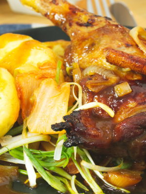 'Peking duck' with potato dumplings