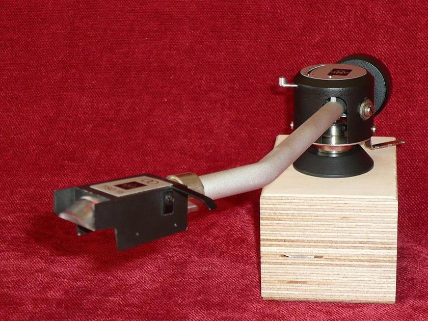 EMT 929 TONEARM NEW IN THE BOX NEW OLD STOCK