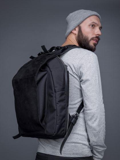 Рюкзак OMSHI из баллистического нейлона с отделкой из кожи.