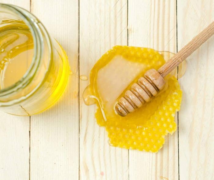 Honig gegen unreine Haut Honigsalbe