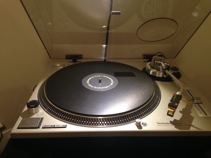 Technics SL-1200 mkII ---Like new