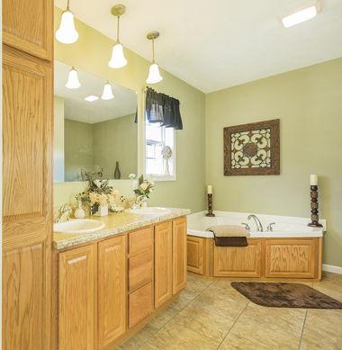 Full Bath with Corner Tub